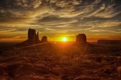 Monument Valley Navajo Tribal Park - Sonnenaufgang