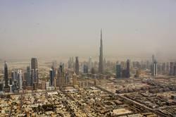 Die Wolkenkratzer von Dubai mit Burj Khalifa