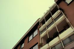 Green Himmel vs. Brown Haus