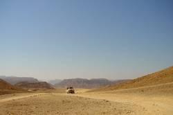 Jeep in der Wüste von Sinai (1)