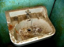 Reinigungskraft bitte auf das Zimmer 16.