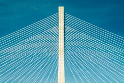 Architektonische Details der 25 de Abril Brücke (25. April Brücke) in Lissabon Portugal