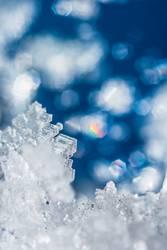 Kristall mit bunten Reflexionen