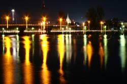 Thailand Surrathani Fluss bei Nacht