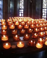 Kerzen in Kirche