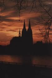 Der Kölner Dom als Silhouette