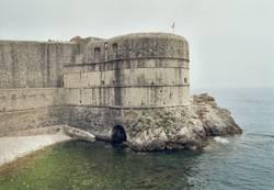 Wellenschutzmauer