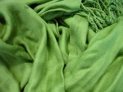 grüner Wuschelschal