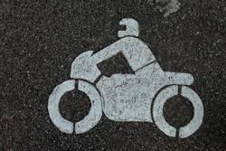Motorrad auf Asphalt
