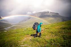 Regenbogen, Junge Frau, Regen, Tal, Fjäll, Wandern, Abenteuer