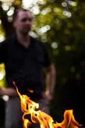 in flammen stehen