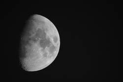 Der Erdmond - der einzige natürliche Satellit der Erde