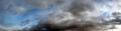 Wolken am Mittag - Panorama
