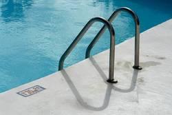 Schwimmbeckeneinstieg