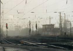 Eisenbahnschienen im Regen