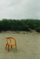 Gartenstuhl im Sand