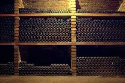 Weinkeller (Weinflaschen)
