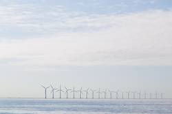 Dunst der Windkraftanlagen morgens