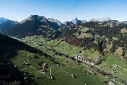 Grund bei Gstaad im Herbst