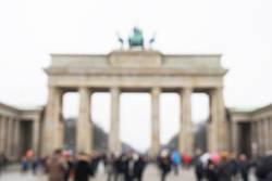 Touristen vor Brandenburger Tor defokussiert