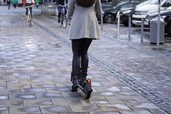 E-Scooter Radfahrer und Fußgänger