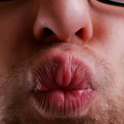 Dicker Kuss