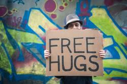 *3.000* Free Hugs