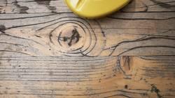 Holz und Plastik
