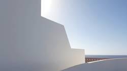 Außenwand von spanischem Ferienhaus mit Meerblick