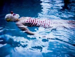 Jojo in swimmingpool