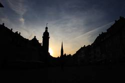Stadt Silhouette bei Sonnenuntergang