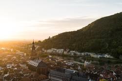 Aussicht auf die Altstadt von Heidelberg bei Sonnenuntergang