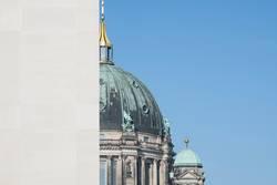 Berliner Dom, vom Stadtschloss halb verdeckt