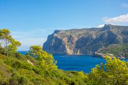 Blick zur Steilküste von Mallorca