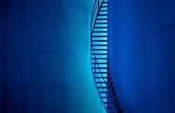 Wendeltreppe in Blau