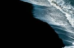 schwarzr Strand