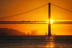 Sonne hinter Brücke | Lissabon
