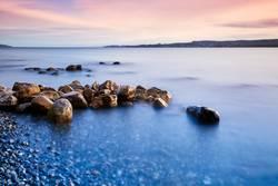 Felssteine am Ufer des Bodensees