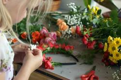 Blumenkranzbastelei