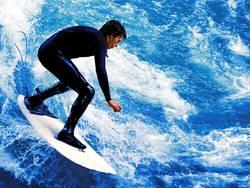 Surfer in den Wellen
