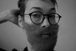 late remix   Frau mit Vollbart