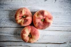 Drei Pfirsiche