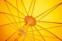 Sonnenschirm gelb von unten