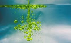 Öl in Wasser