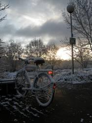 Zugeschneites Fahrrad