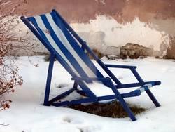 Liegestuhl im Schnee II