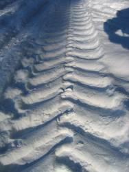 Traktorspuren im Schnee