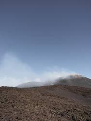 Dampfender Berg