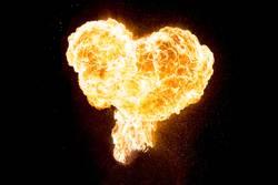 Brennende Liebe als glühendes schönes Herz aus Feuer und Flamme
