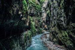 Reißender Fluß